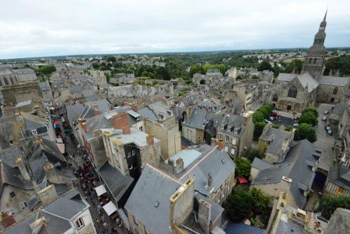 Динан, средневековый город в Бретани 23