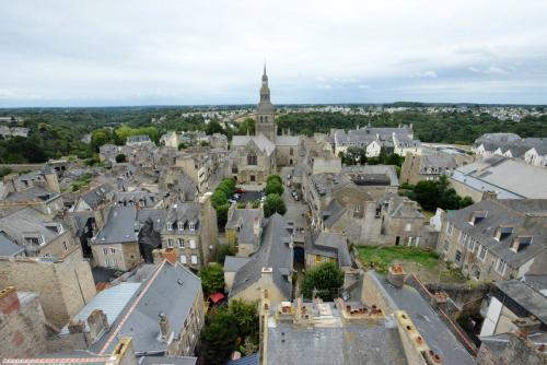 Динан, средневековый город в Бретани 27