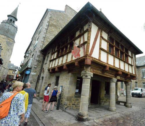 Динан, средневековый город в Бретани 28