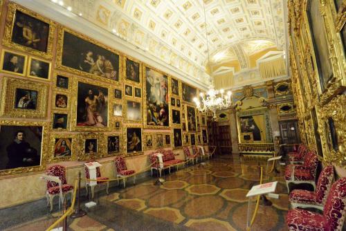 Palazzo Borromeo 12