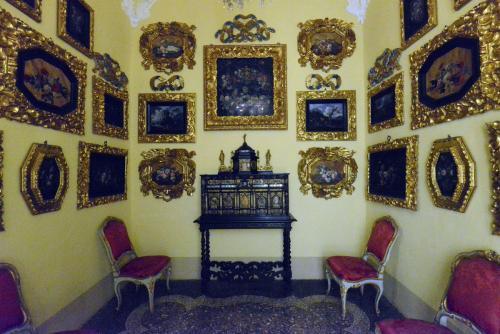 Palazzo Borromeo 13
